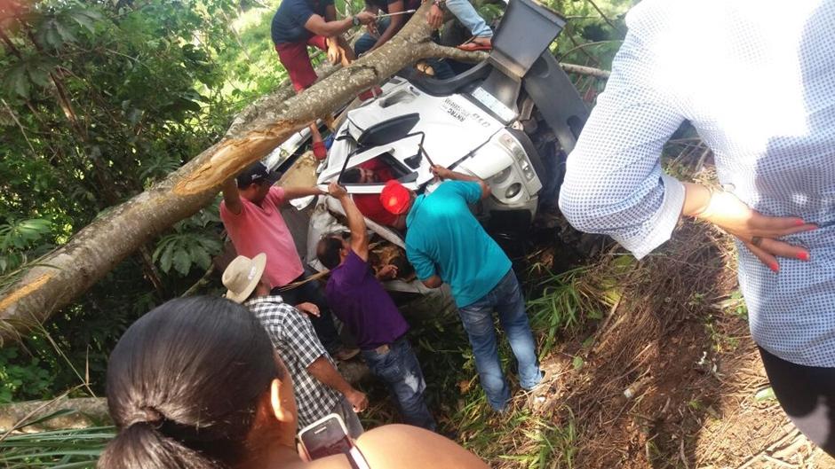 Acidente na GO-10 envolvendo quatro veículos deixa uma pessoa morta e duas feridas