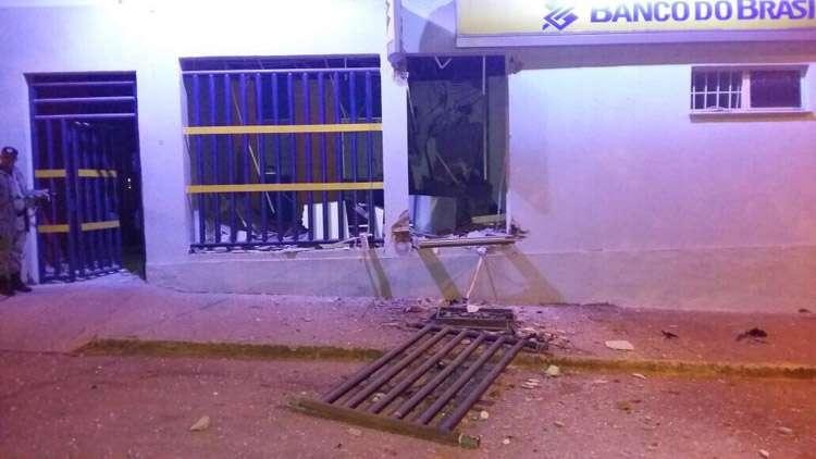 Bandidos explodem caixa eletrônico na cidade de Caldazinha