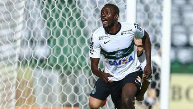Coritiba vira sobre São Paulo e Cruzeiro abre 7 pontos