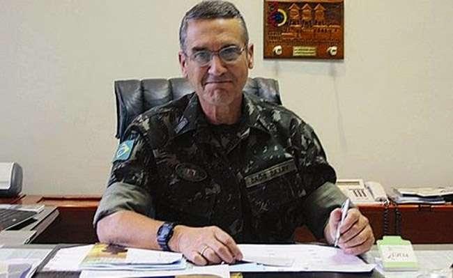 """""""Não há hipótese de os militares voltarem ao poder"""", declara comandante do Exército"""