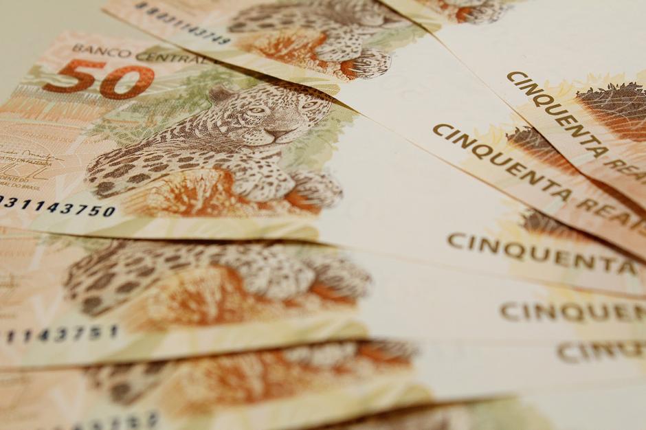 Salário mínimo em 2017 é estimado em R$ 945,80