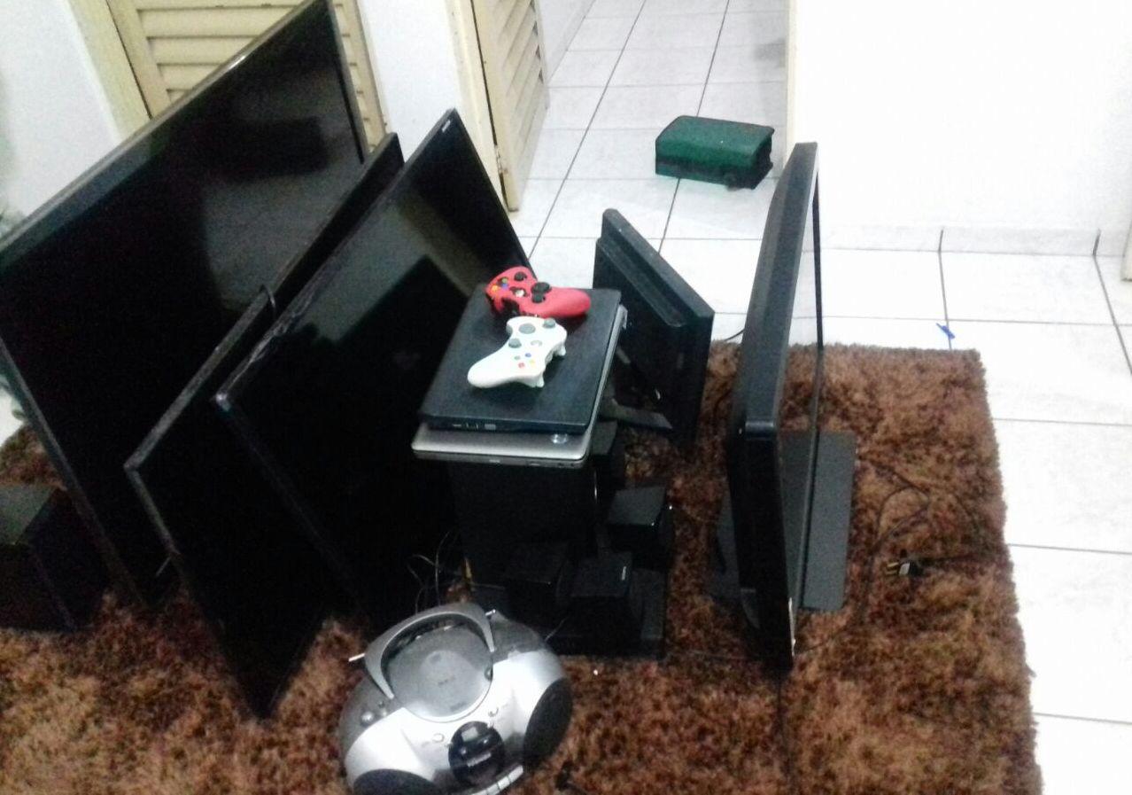 PM prende quatro suspeitos de cometer roubos e furtos a residências em Goiânia