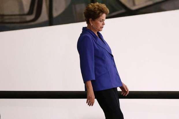 Oposição aciona Procuradoria e pede processo contra Dilma