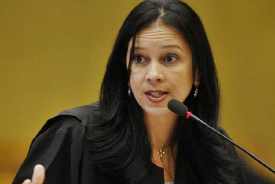 Temer demite Advogado-Geral da União e coloca mulher no primeiro escalão do governo