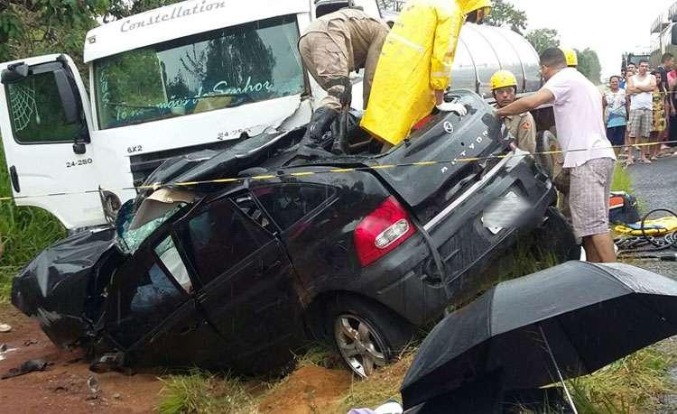 Acidente deixa três mortos e uma criança ferida na GO-139, próximo a Piracanjuba