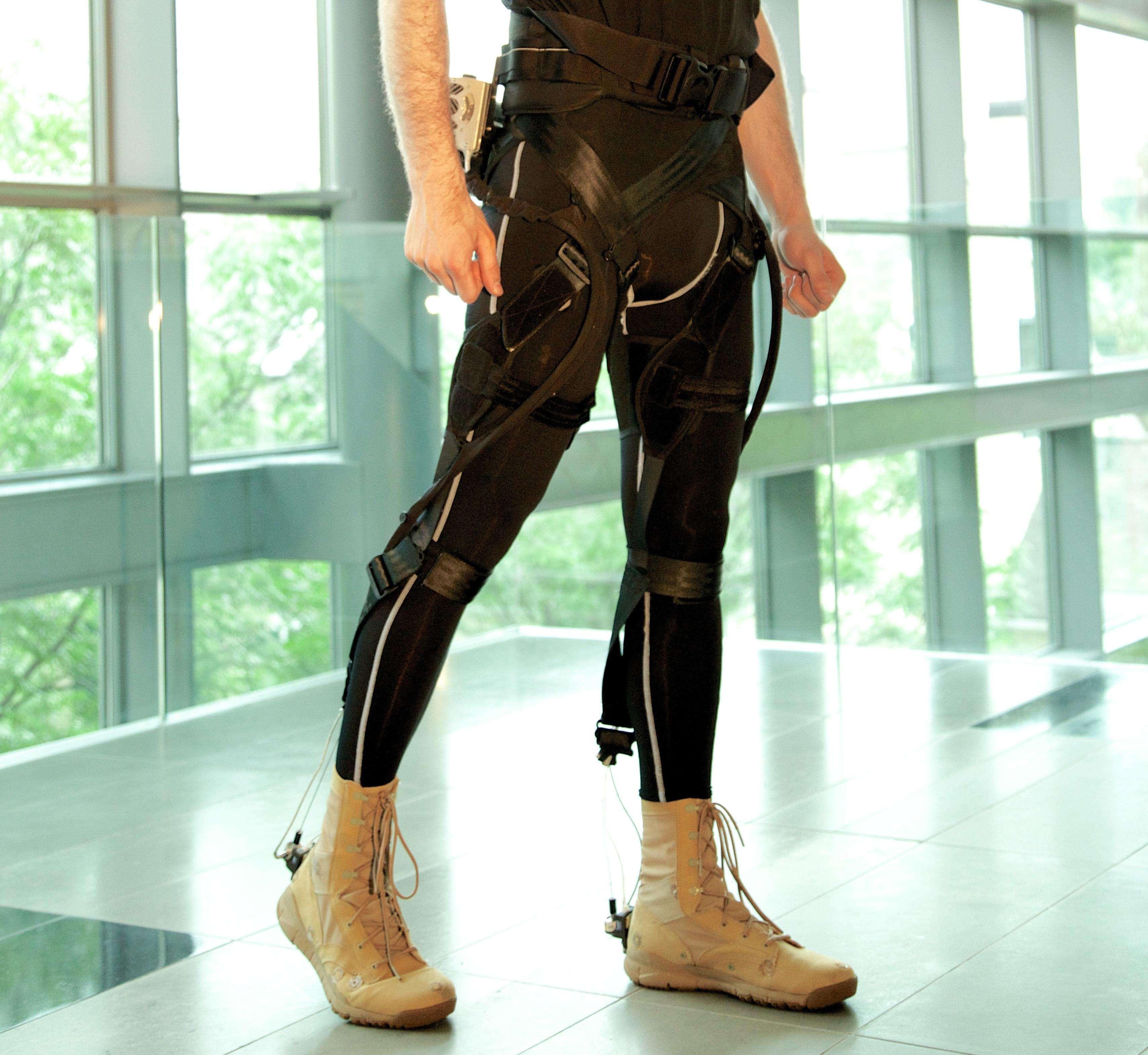 Harvard está desenvolvendo exo-esqueleto leve para pacientes parcialmente paralisados