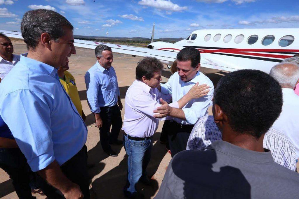 Governo inaugura aeroporto e abre encontro da Saneago em Posse