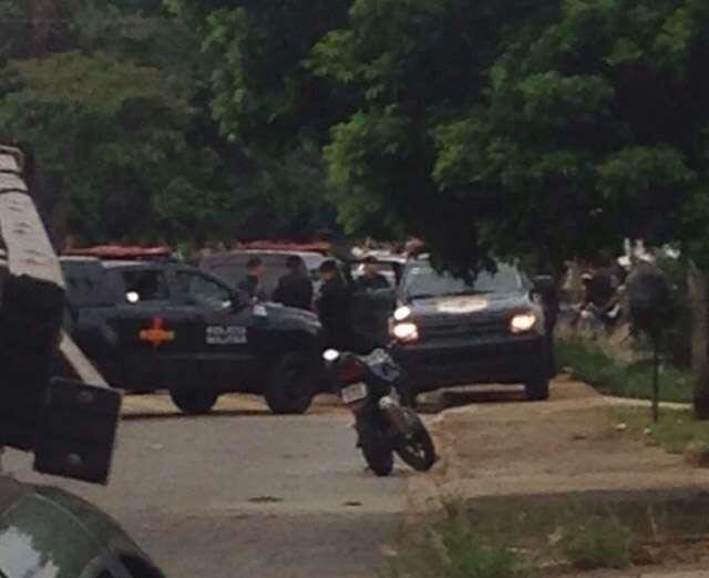 Bandidos em fuga trocam tiros com a Rotam e um suspeito morre