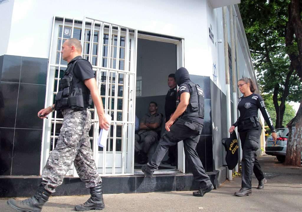 Operação da Polícia Civil prende policiais civis e militares em Goiás