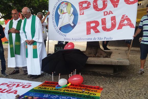 Ato na capital paulista pede fim da violência contra população de rua e LGBT