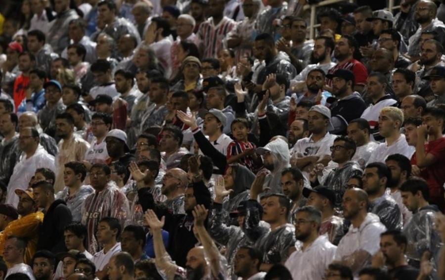 Maicon admite que pressão para fugir do descenso está atrapalhando o São Paulo