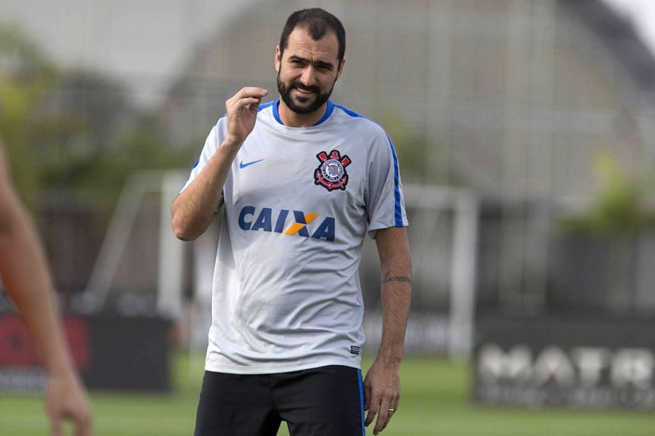 Corinthians anuncia renovação com Danilo até o fim de 2017