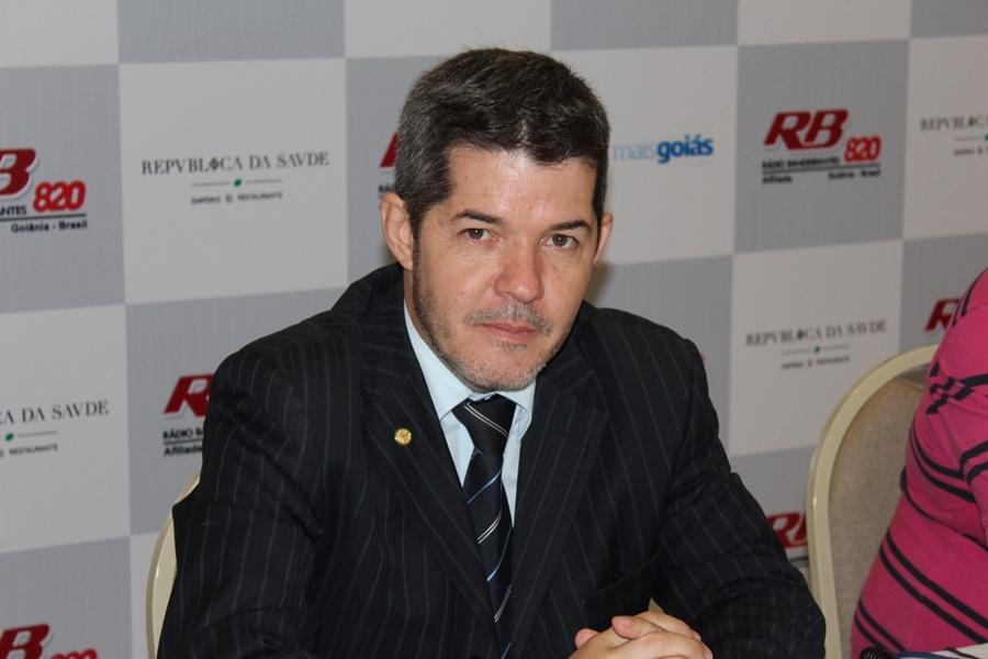 """Delegado Waldir diz se espelhar em Sérgio Moro e Joaquim Barbosa para """"tirar as maçãs podres do cesto"""""""