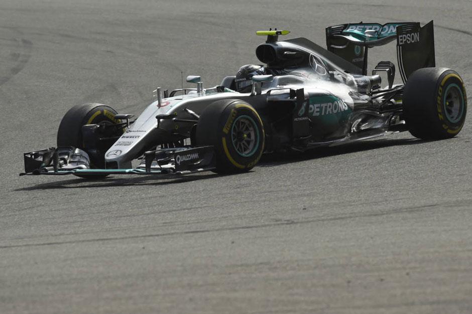 Rosberg vence e Hamilton mantém liderança com 3º lugar no GP da Bélgica