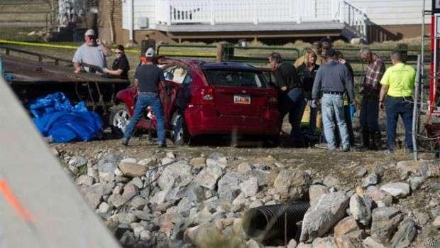 Bebê é retirada viva de carro semisubmerso 14 horas após acidente