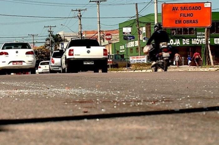 Motorista é espancado após arrastar rottweiler por mais de 3 km em Pelotas