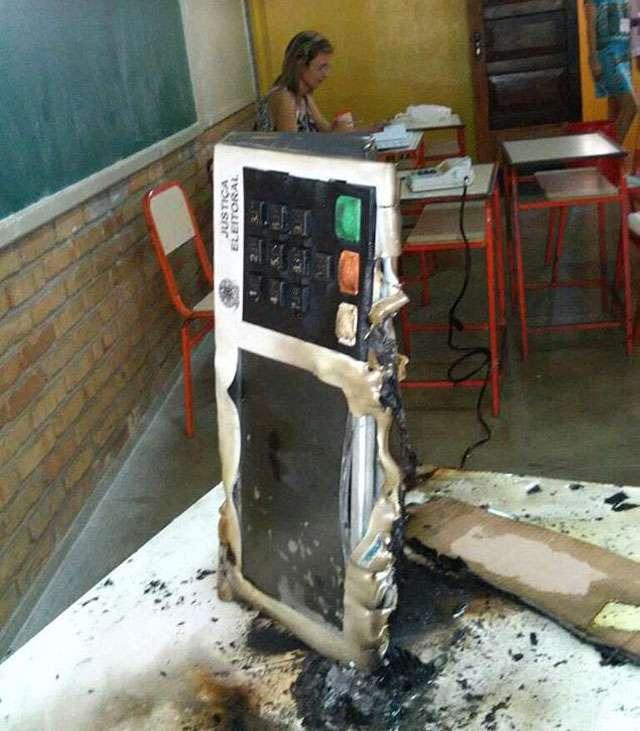 Em Minas Gerais, eleitor é detido após atear fogo em urna eletrônica
