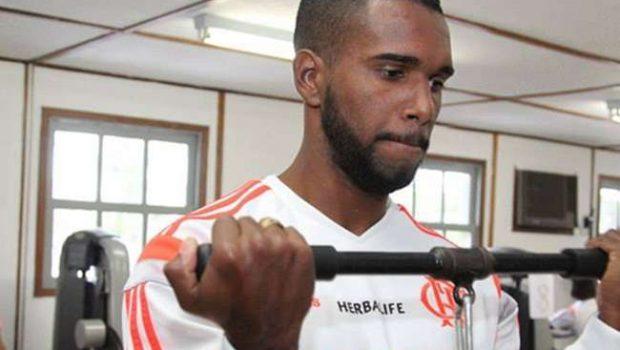 Volante do Flamengo depõe e nega relação com milícia