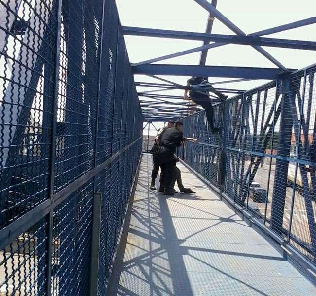 Policiais da Rotam evitam que homem cometa suicídio na BR-153