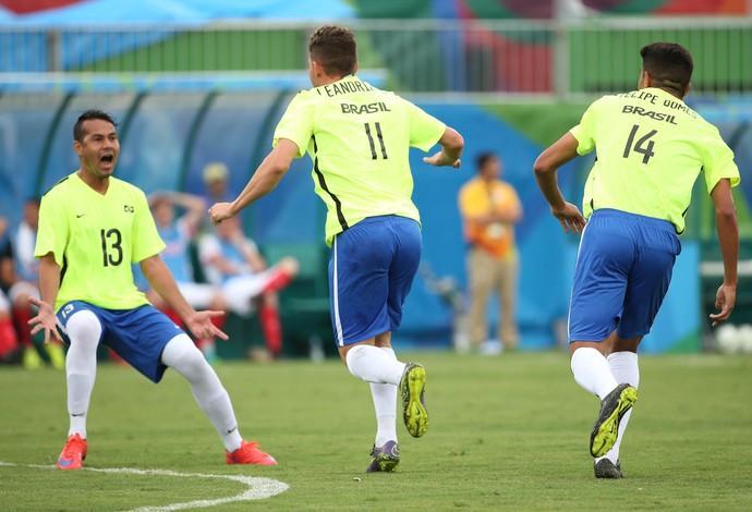 Brasil vence a Grã-Bretanha na estreia do futebol de 7