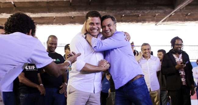 Aécio recebe apoio do ex-jogador Ronaldo Fenômeno