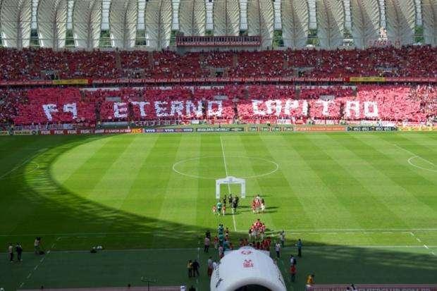 Internacional homenageia Fernandão com vitória sobre o Coritiba