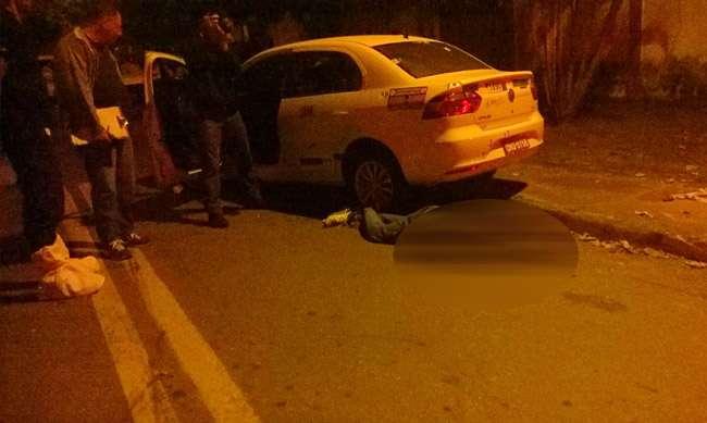 Bandido rouba táxi e morre durante troca de tiros