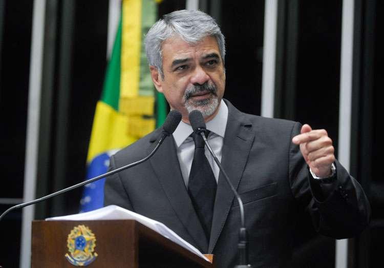"""""""Até vereador de Goiás construiu partido nacional, e a senhora Marina Silva não conseguiu criar o seu"""", diz senador do PT"""
