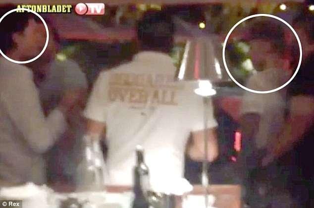 Orlando Bloom agride Justin Bieber em restaurante em Ibiza
