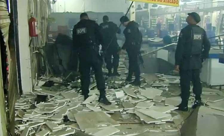 Bandidos invadem supermercado na Avenida T-9 e explodem caixa eletrônico
