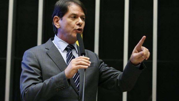 Dilma demite Cid Gomes do ministério da Educação, diz Cunha