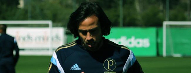 Valdivia volta a treinar e falará sobre futuro na quinta