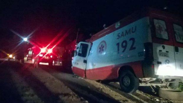 Acidente com ambulância do Samu deixa dois mortos na G0 326, em Sanclerlândia