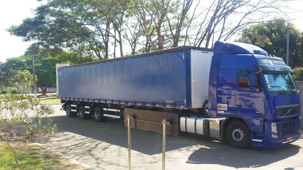 PRF impede roubo de carga de cerveja avaliada em R$ 85 mil na BR-153, em Hidrolândia