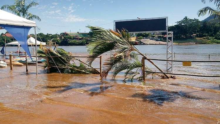 Cheia repentina do Rio Araguaia assusta turistas em Aragarças
