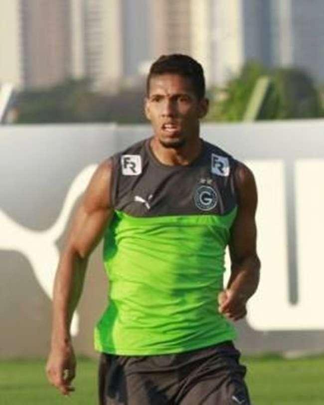 Samuel desencanta e comemora gol e momento no Goiás