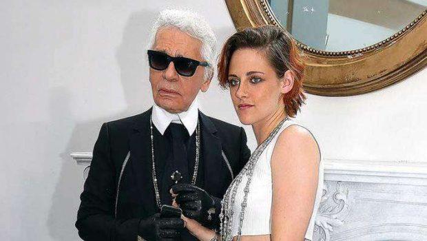 Kristen Stewart mostra estilo em desfile da Chanel