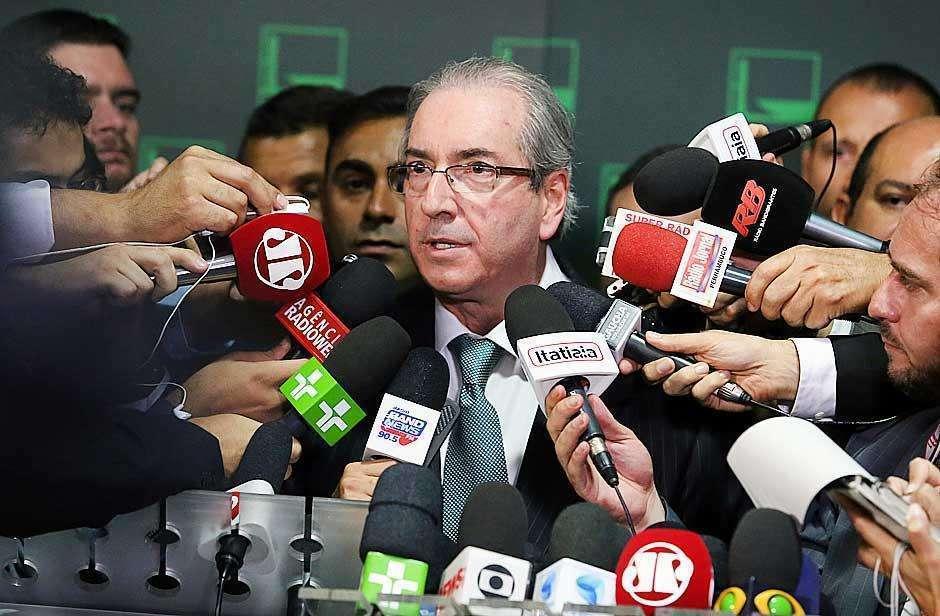 Cunha chama reajuste no Bolsa Família de irresponsabilidade fiscal