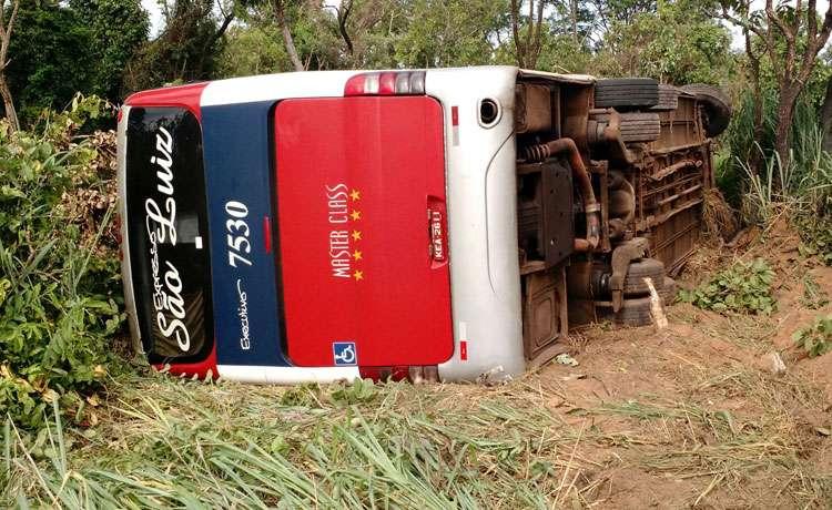 Acidente com ônibus na BR-364, em Mineiros, deixa oito pessoas feridas