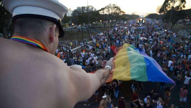 Parada LGBTS de Brasília prega voto consciente contra a discriminação