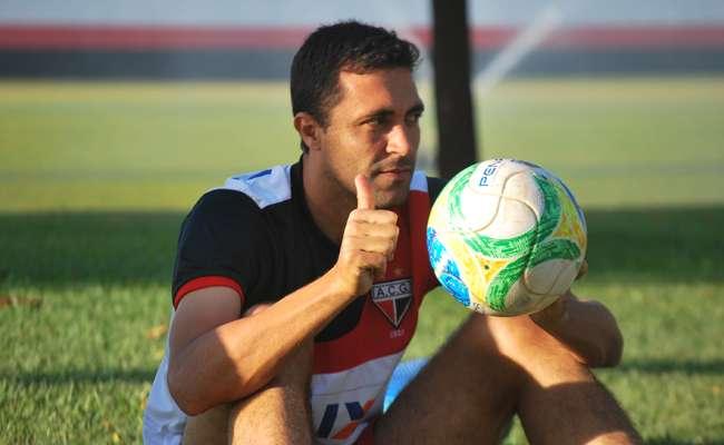 Hélio dos Anjos promove três mudanças no Atlético
