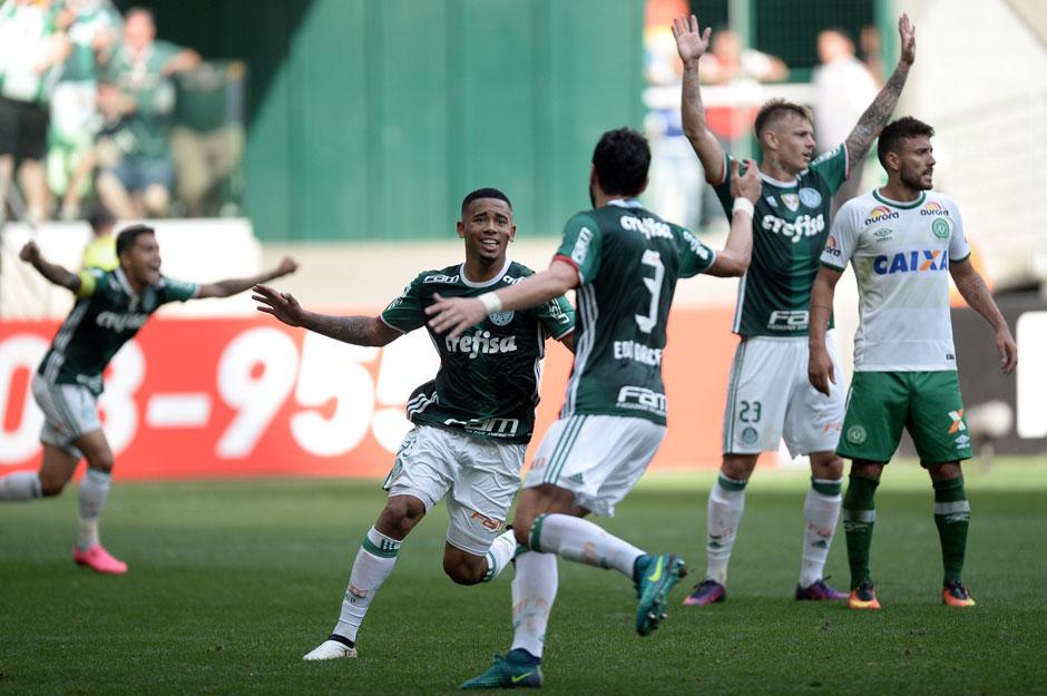Palmeiras bate Chapecoense, conquista o Brasileirão e encerra jejum após 22 anos