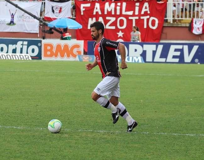 Joinville fica no empate e adia definição do título