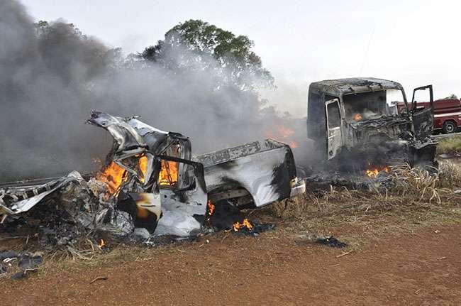 Colisão frontal entre carreta e S-10 mata duas pessoas na BR-364
