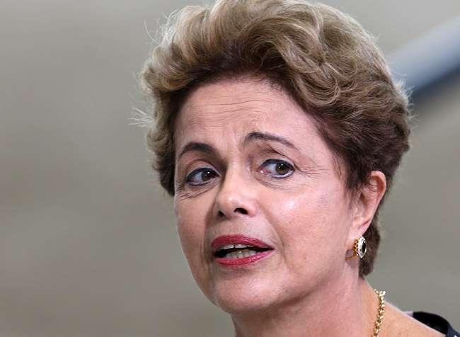 Usar a crise para chegar ao poder é versão moderna do golpe, afirma Dilma