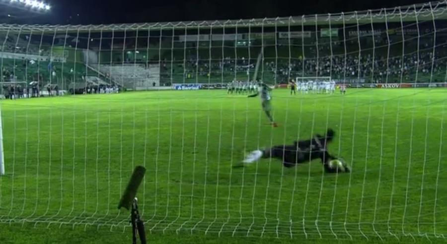 Herói da classificação, Victor festeja mais uma atuação decisiva pelo Atlético-MG
