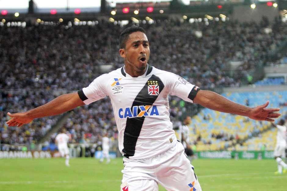 Com gol de Jorge Henrique, Vasco bate o Botafogo e conquista vantagem