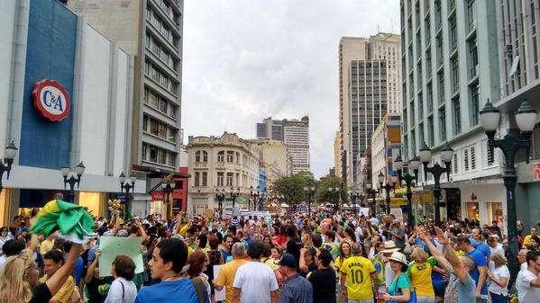 Grupos convocam novos protestos contra o governo
