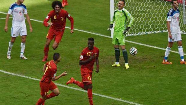 """Gol no fim salva jogo de """"segunda divisão"""" e põe Bélgica nas oitavas"""