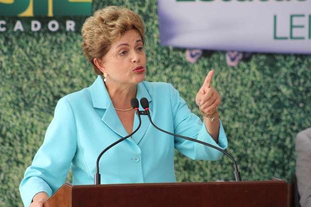 Parecer sobre impeachment de Dilma sai em 30 dias, diz Cunha